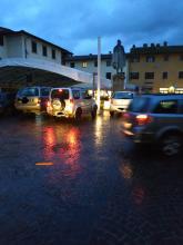 Il tendone in Piazza Giotto fa discutere.